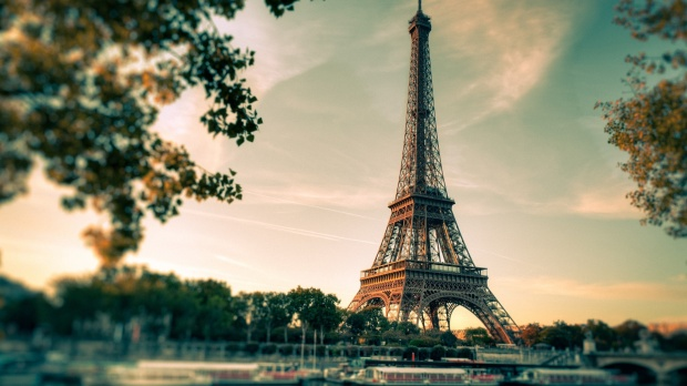 8821787-paris-wallpaper
