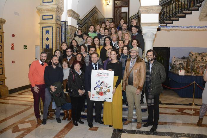 Laura S+ínchez y Javier Villa con los dise+¦adores